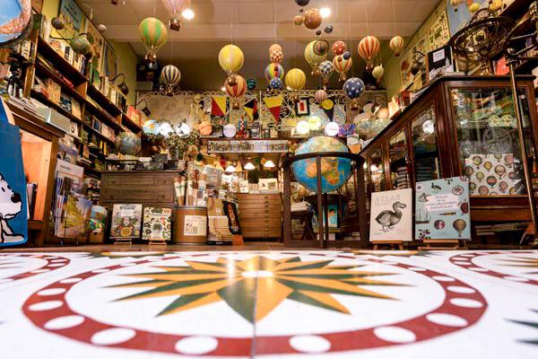 Foto de la tienda de Mapas y CIA
